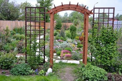 Арки и решетки в саду